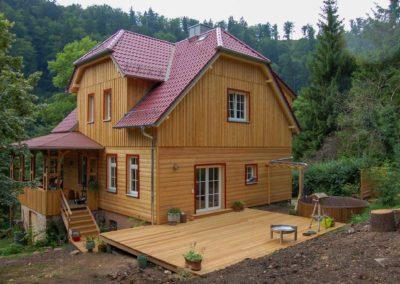 Andreas-Hecht---Wohnhausgiebel-mi-Terrasse-nach-der-Sanierung